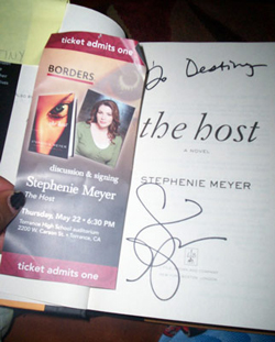 Author Stephenie Meyer signed Destiny's book at a recent signing.